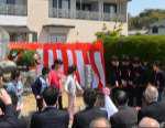 興居島小学校児童 興居島中学校生徒 による生誕地碑除幕